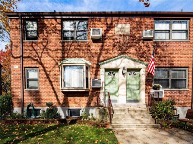 1 BR,  1.00 BTH  Co-op style home in Douglaston